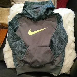 Nike hoodie size 4T
